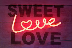 signs symbols/london 068 love sweet love